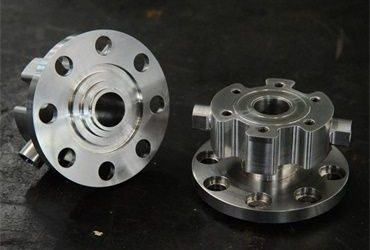 When to Choose Custom CNC Machining: The Benefits and Limitations